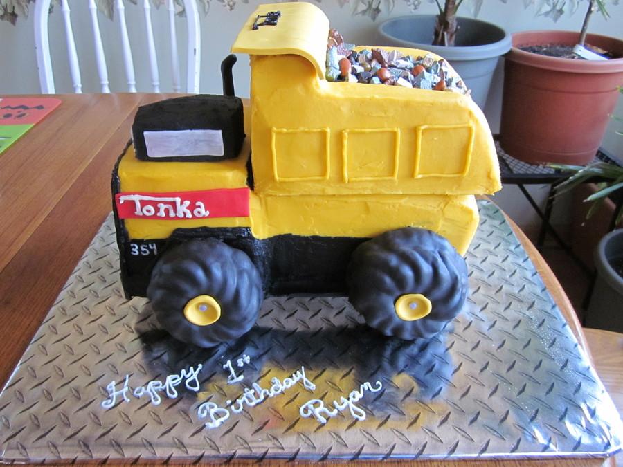 2018 Tonka Truck >> Tonka Dump Truck Cake - CakeCentral.com