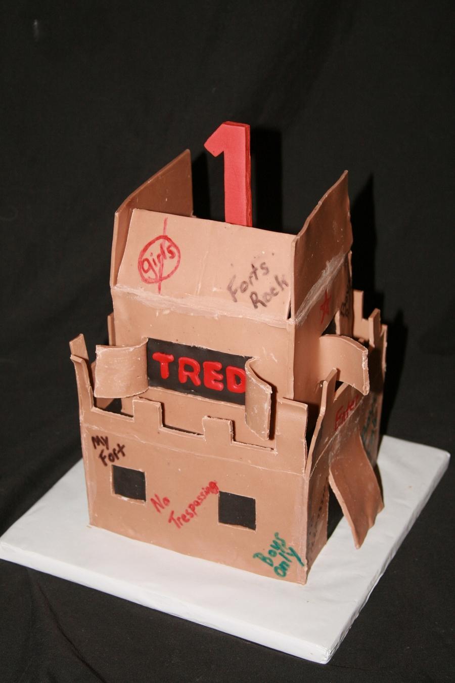 [Image: 900_701110d6pW_cardboard-box-fort-cake.jpg]