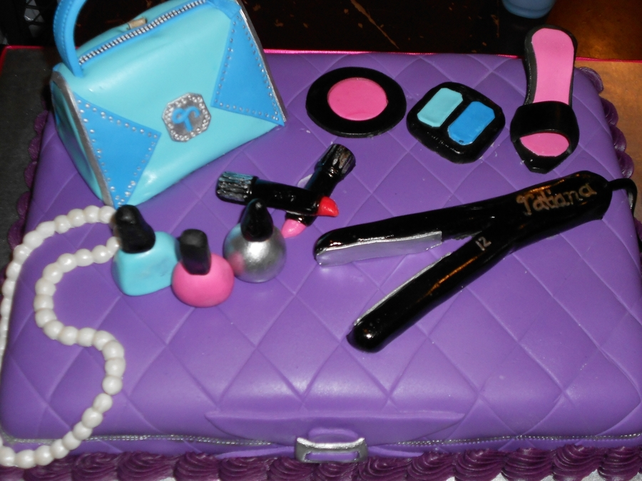 Makeup Case on Cake Central
