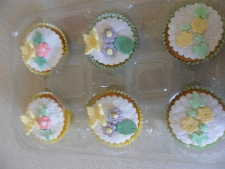 Pretty Spring Cupcakes on Cake Central