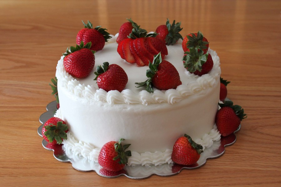 Strawberry Cake Ii on Cake Central