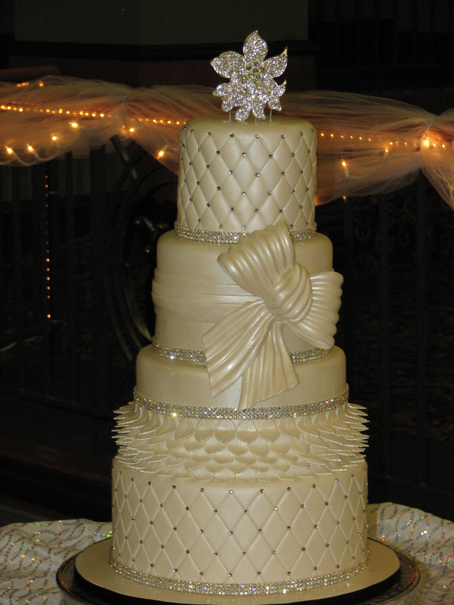 blingy wedding cakes traditional wedding cake with bling cakecentral 11940