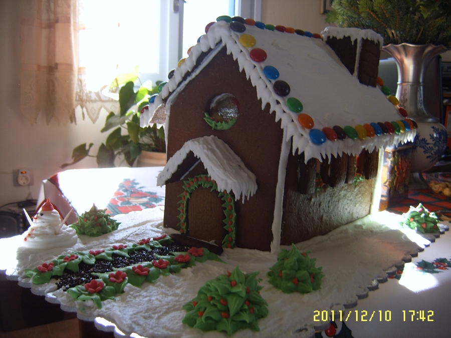 Gingerbread House on Cake Central