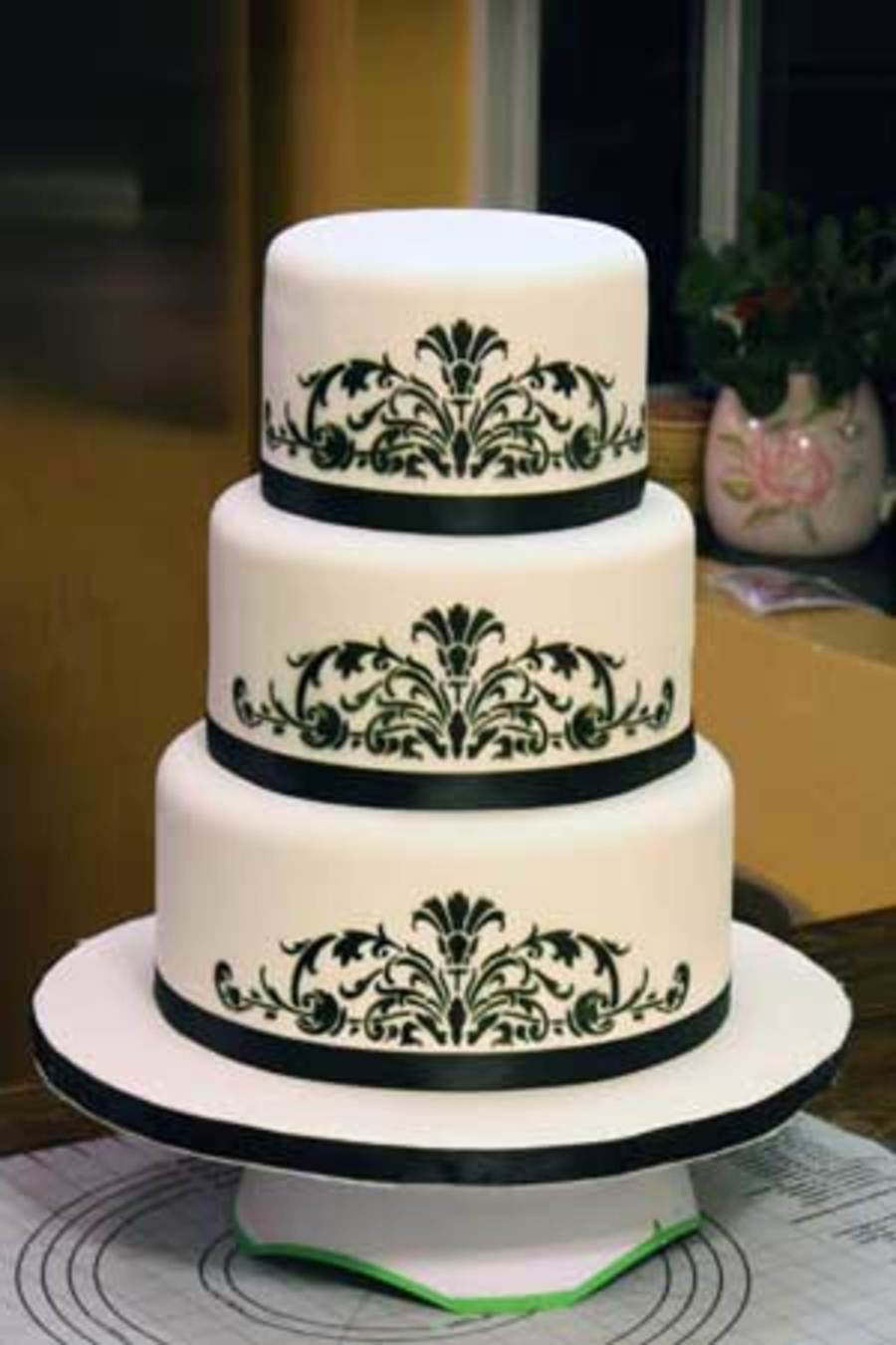 Black and white wedding cake for Airbrush for cake decoration