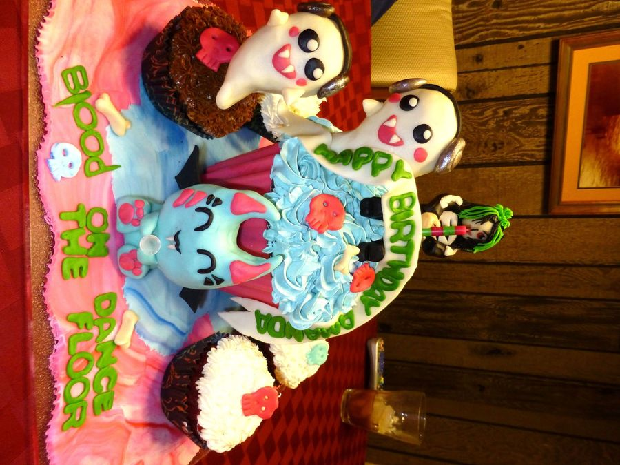 Botdf Giant Cupcake And Characters. on Cake Central