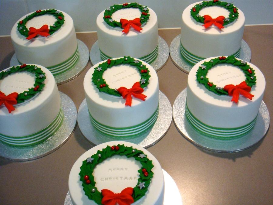 Cake Decorating Christmas Issue : Mini Christmas Cakes - CakeCentral.com