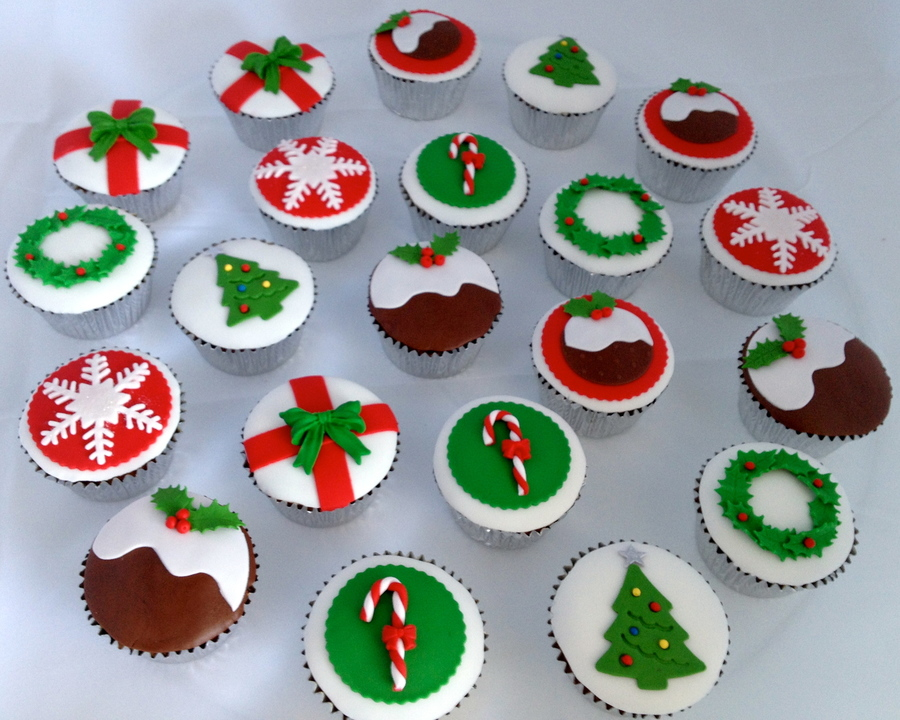 Christmas Cupcakes For Meals On Wheels on Cake Central