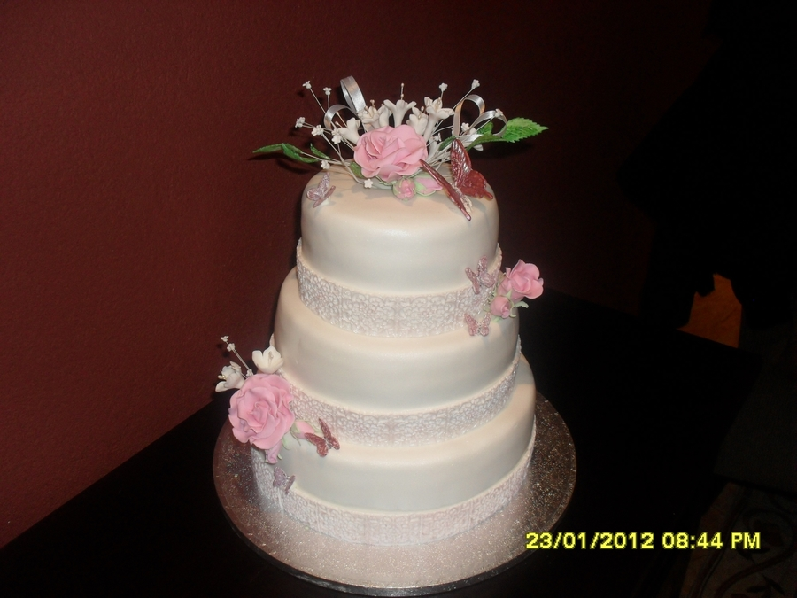 Wedding Cake Whit Gumpaste Roze Flouwers on Cake Central