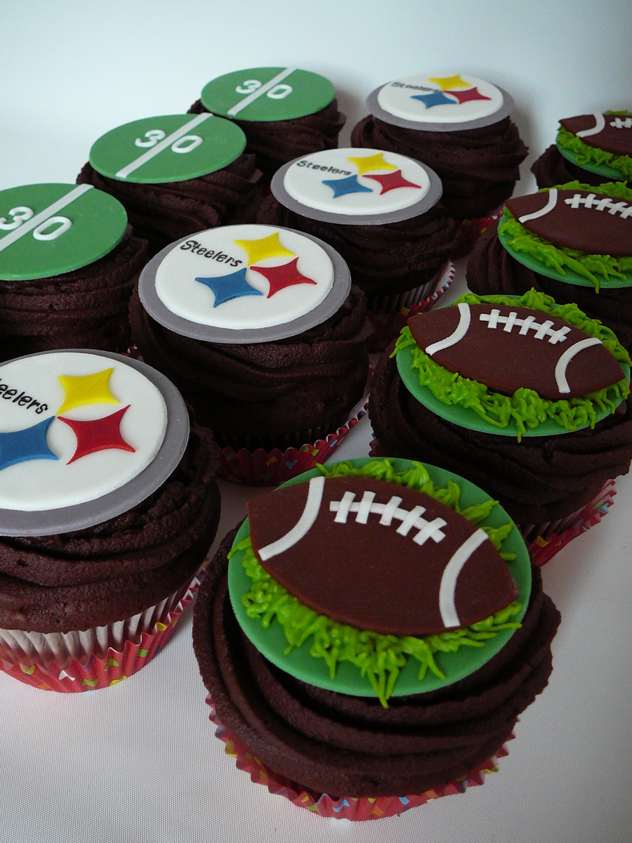 football cupcake cake football steelers cupcakes cakecentral 4308