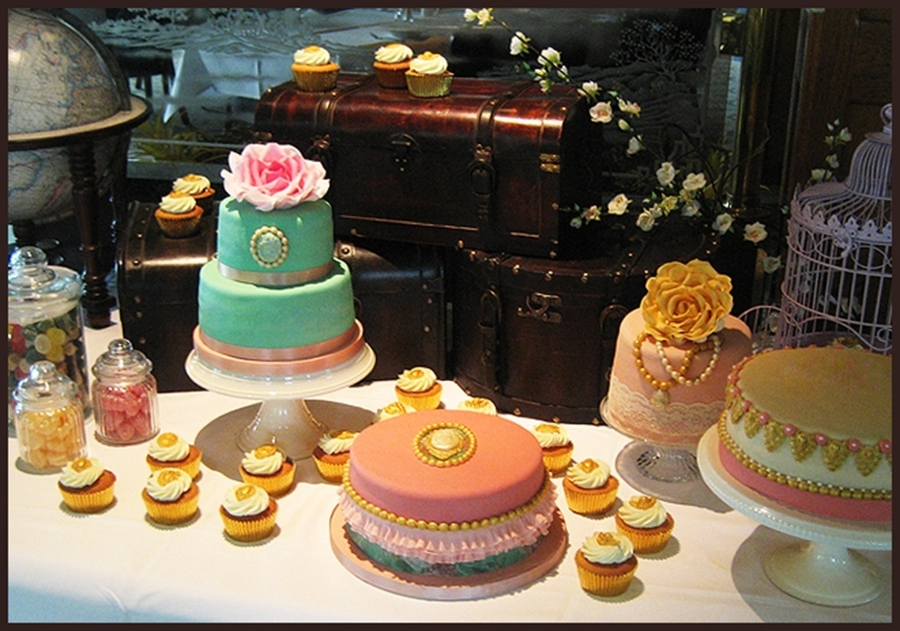 Vintage Cake Table on Cake Central