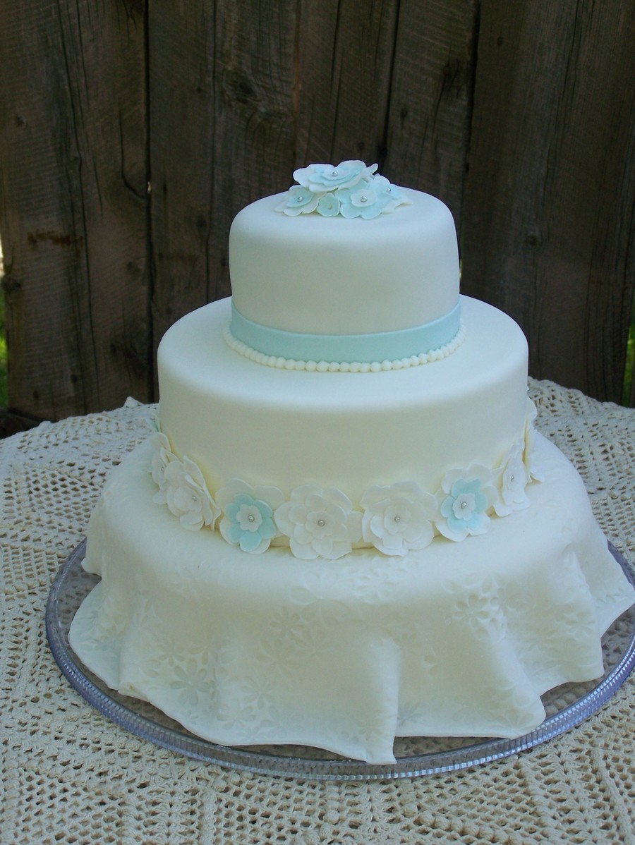 A Little Bit Blue on Cake Central