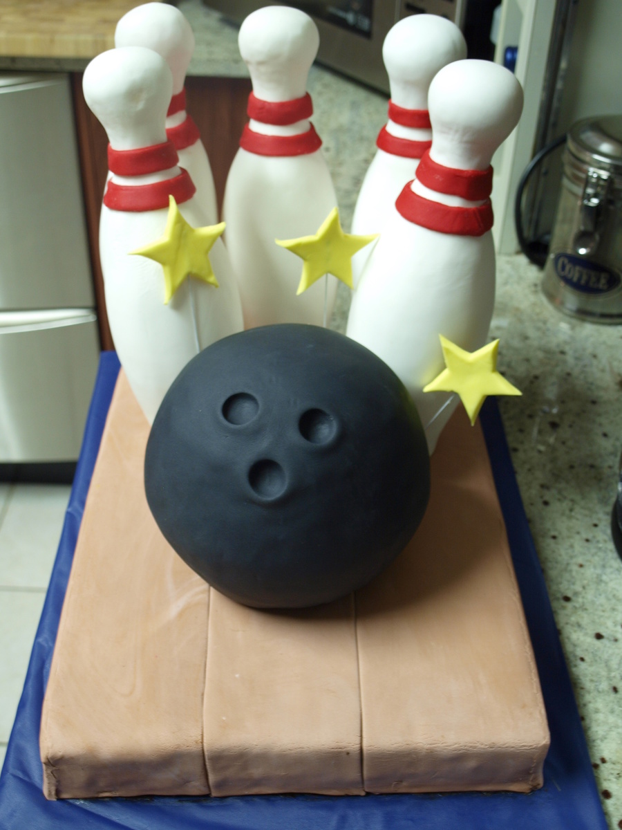 Ten Pin Bowling Cake on Cake Central