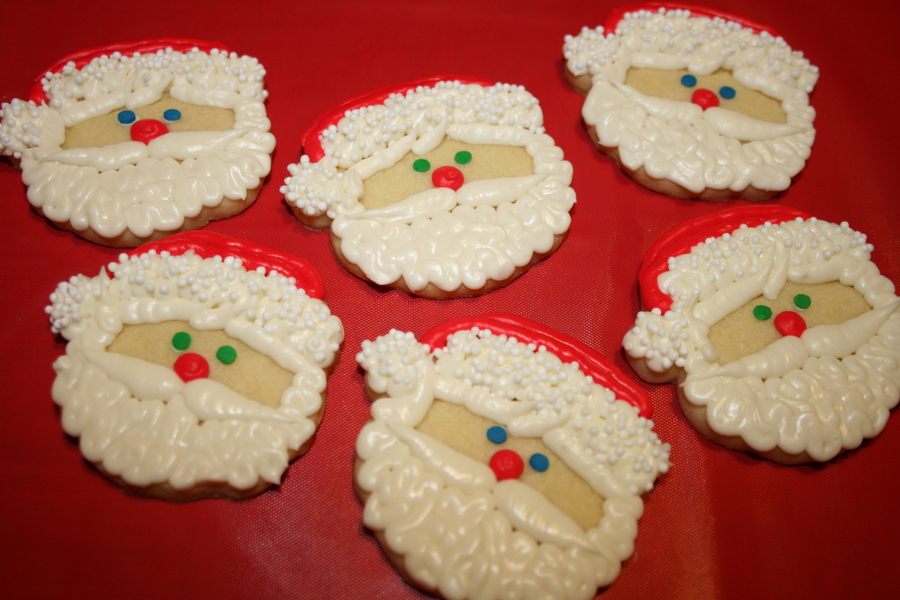 Sugar Cookie Santas on Cake Central