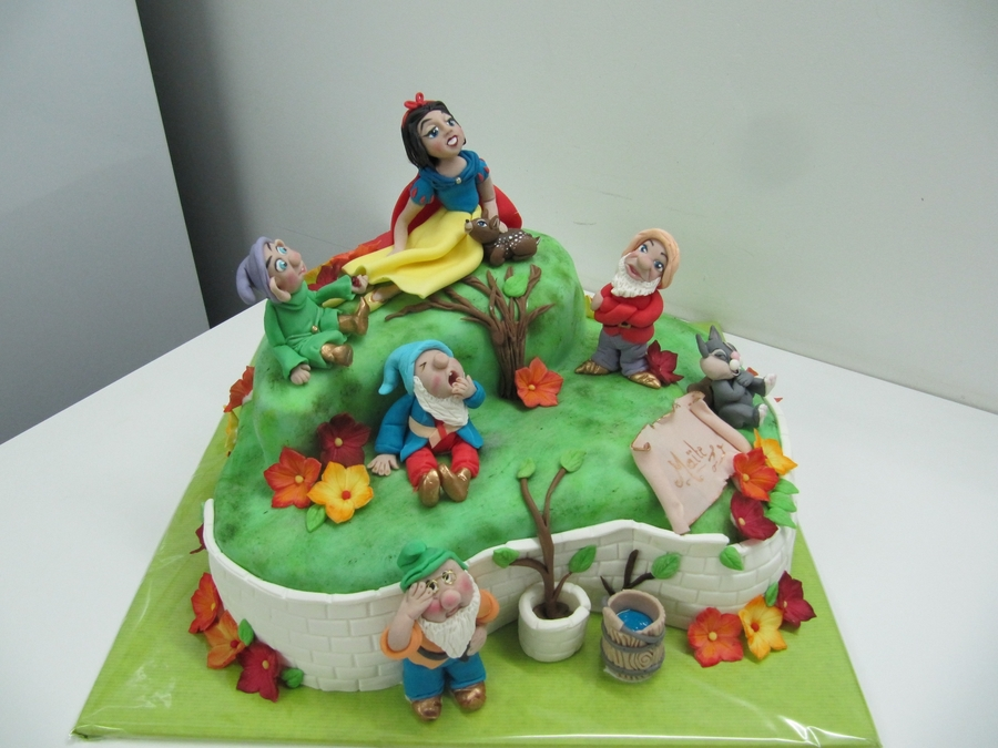 Snowwhite And Here.... on Cake Central