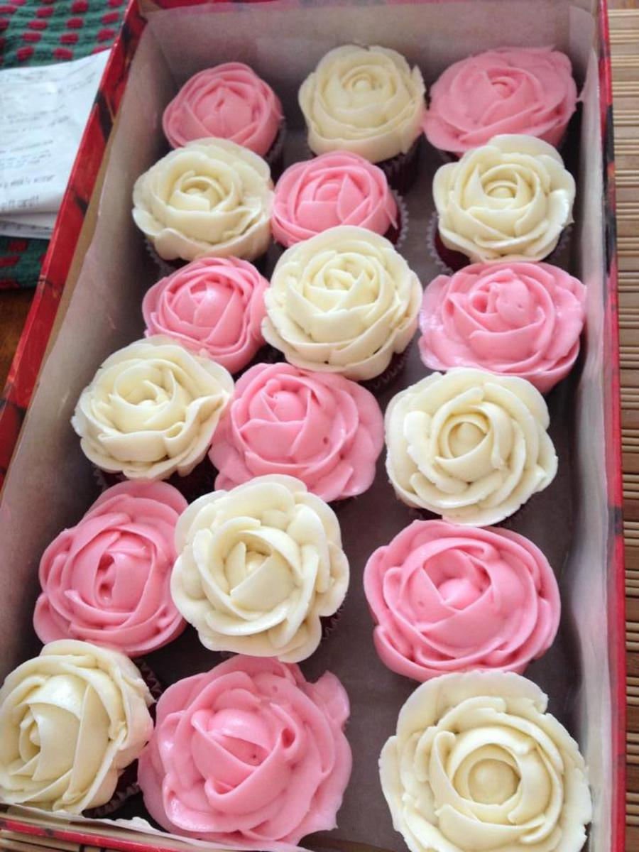 Pink And White Buttercream Roses Mini Cupcakes