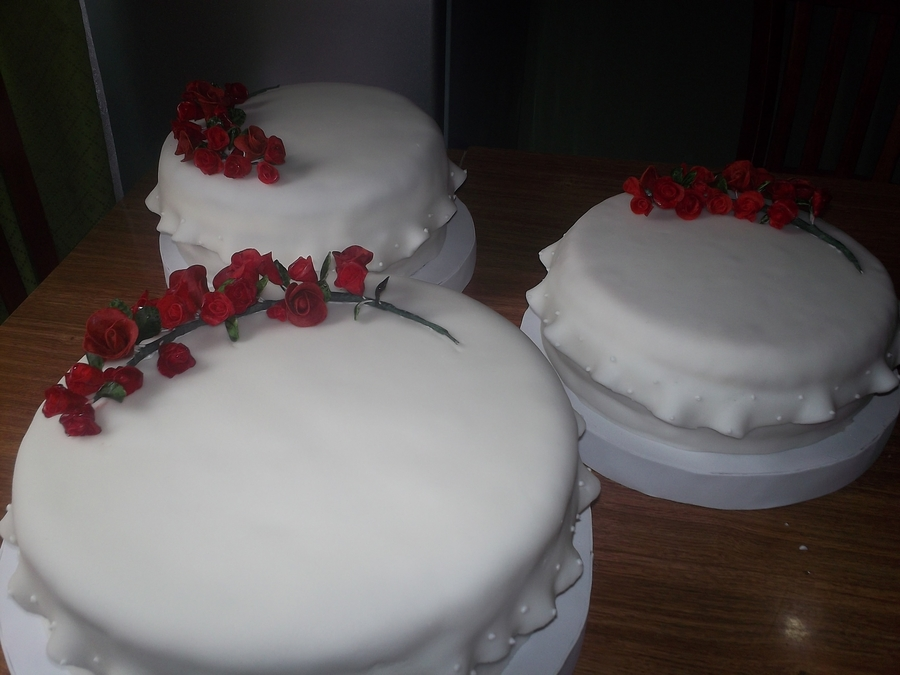 Torta Novios Rosas Rojas on Cake Central