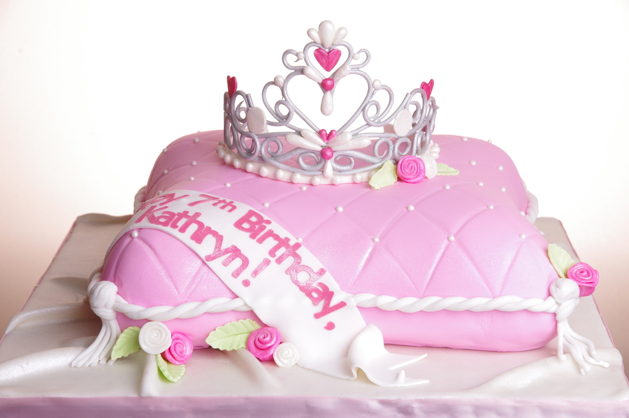 My First Gumpaste Tiara From A Cc Template Cant Remember Whose Though I Did This Cake Nearly Year Ago It Remains One Of Favo