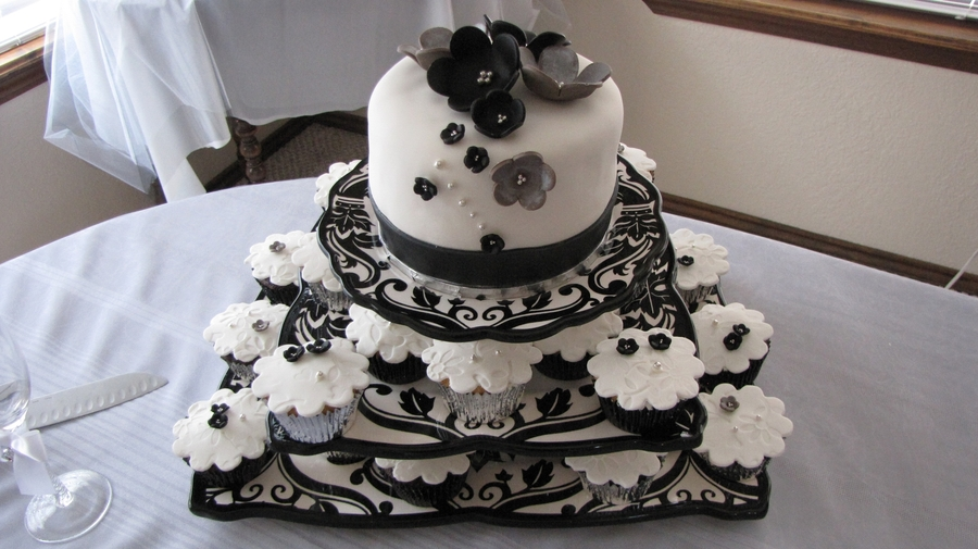 Black & White Wedding Cake/cupcakes - CakeCentral.com