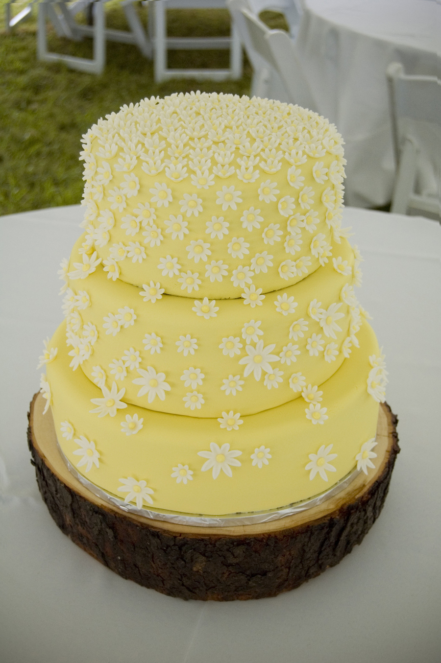 Yellow Daisy Cake - CakeCentral.com