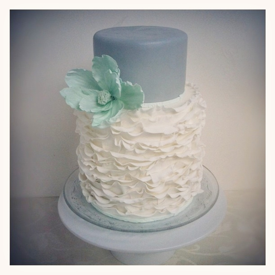 Ruffle Love <3 on Cake Central