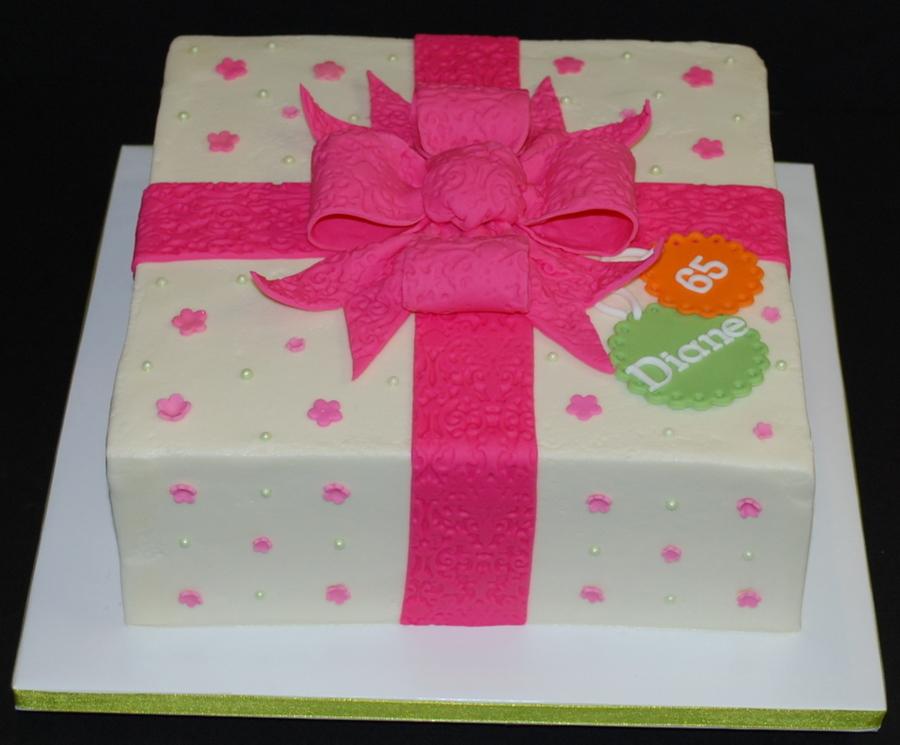 Wondrous Pink Present Birthday Cake Cakecentral Com Funny Birthday Cards Online Chimdamsfinfo