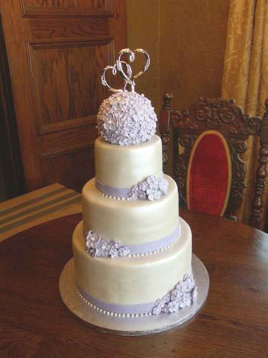 ivory wedding cake with purple roses simple lavender and ivory wedding cake cakecentral 16552