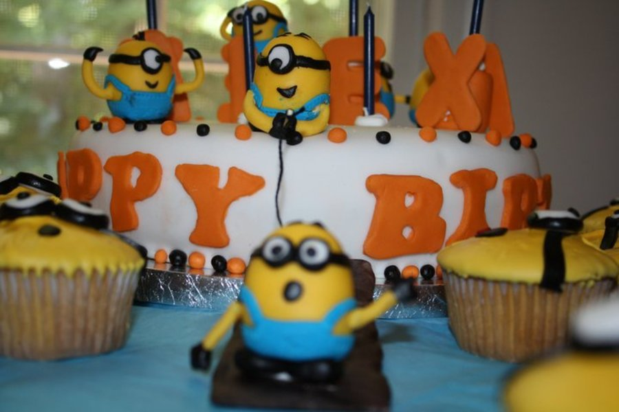 Minions Cakes and Cupcakes Ideas Despicable Me Birthday Cake - An origianal design. Made Minions only as the birthday girl didn't want any of the other characters on the cake. Took me ages to make these, the goggles were very time consuming.