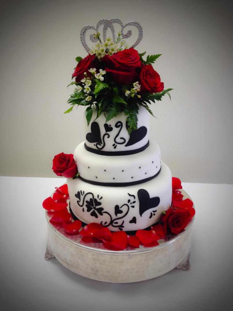 black wedding cakes with flowers and black fondant wedding cake with fresh flowers 11887