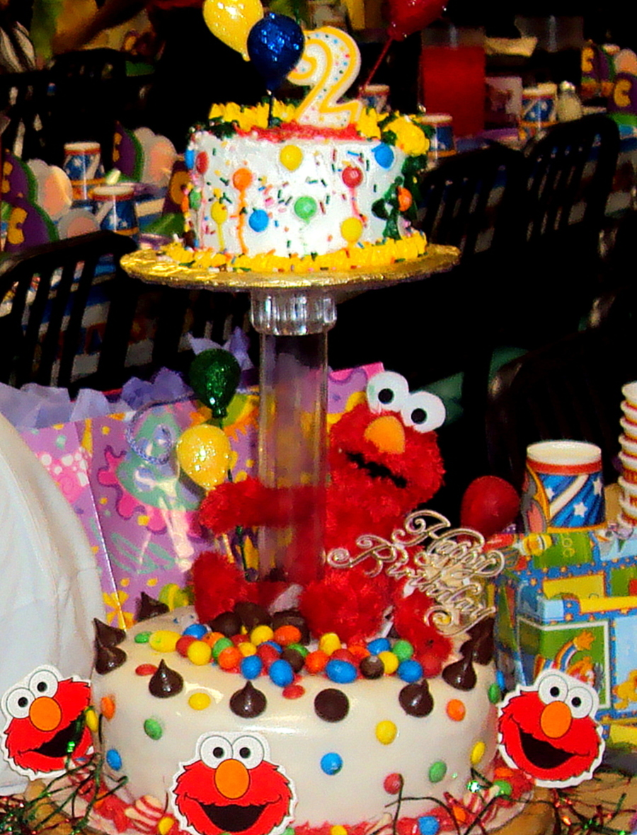 Kylies 2Nd Birthday Cakeelmo Cake CakeCentralcom