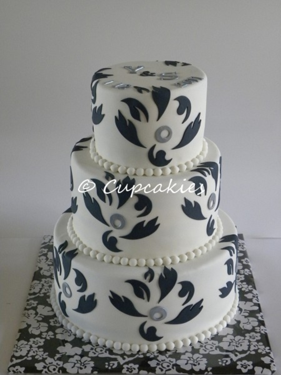 Black On White Silhouette! on Cake Central