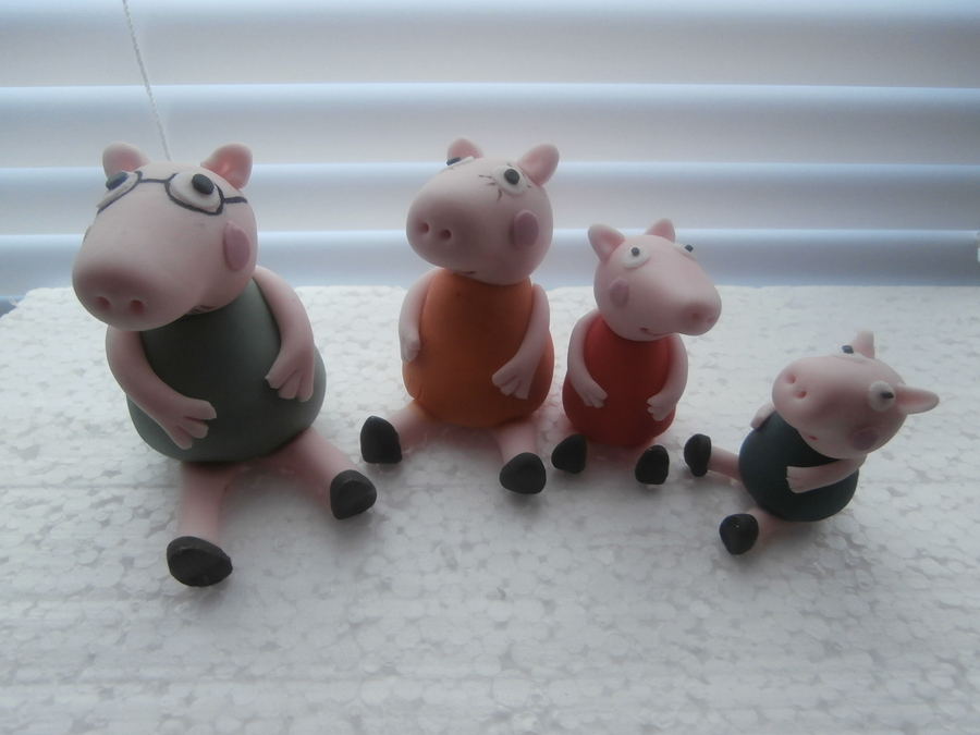 Peppa Pig And Family  on Cake Central