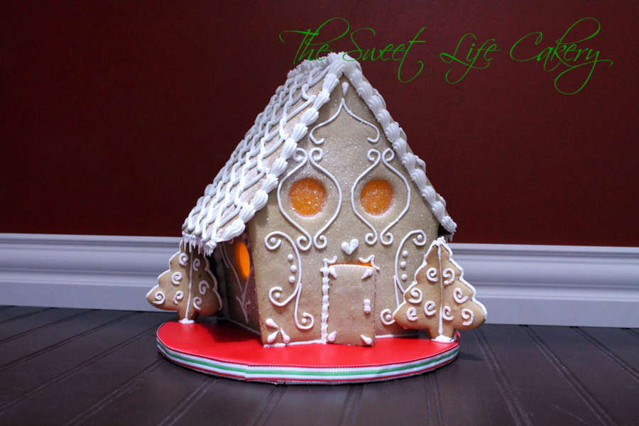 Lighted Gingerbread House on Cake Central