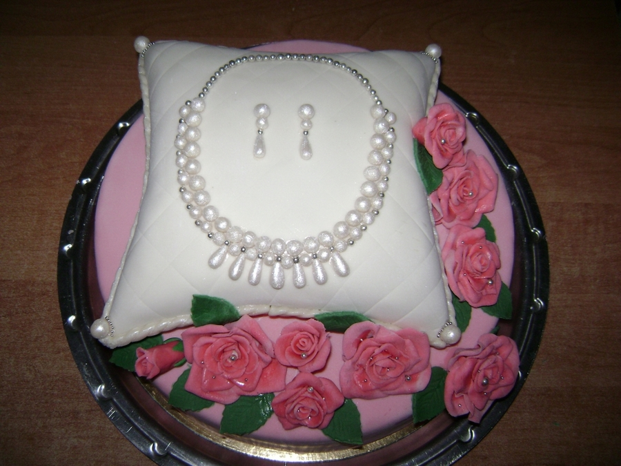 Necklace on Cake Central