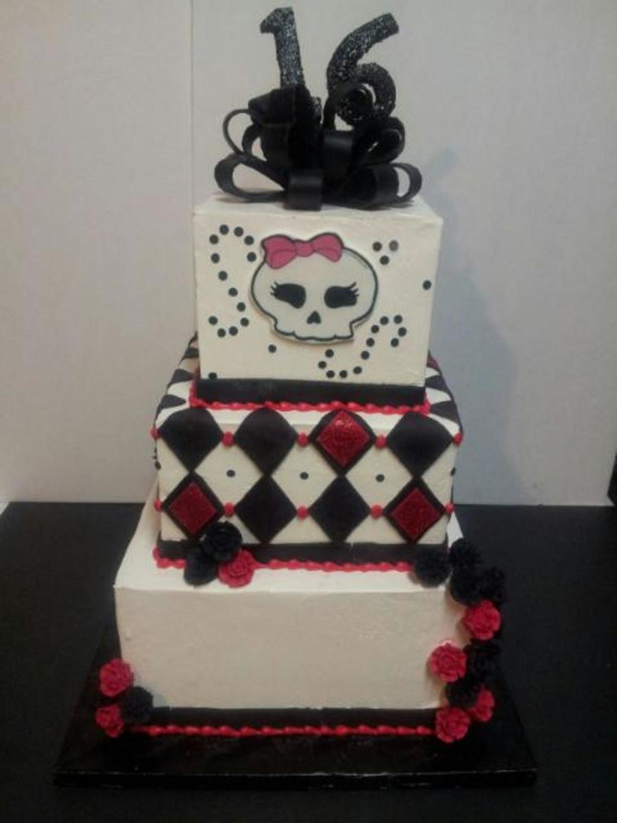 Sweet 16 Gothic Inspired Cake Cakecentral Com
