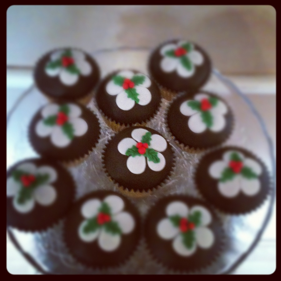 Christmas Pudding Cupcakes on Cake Central