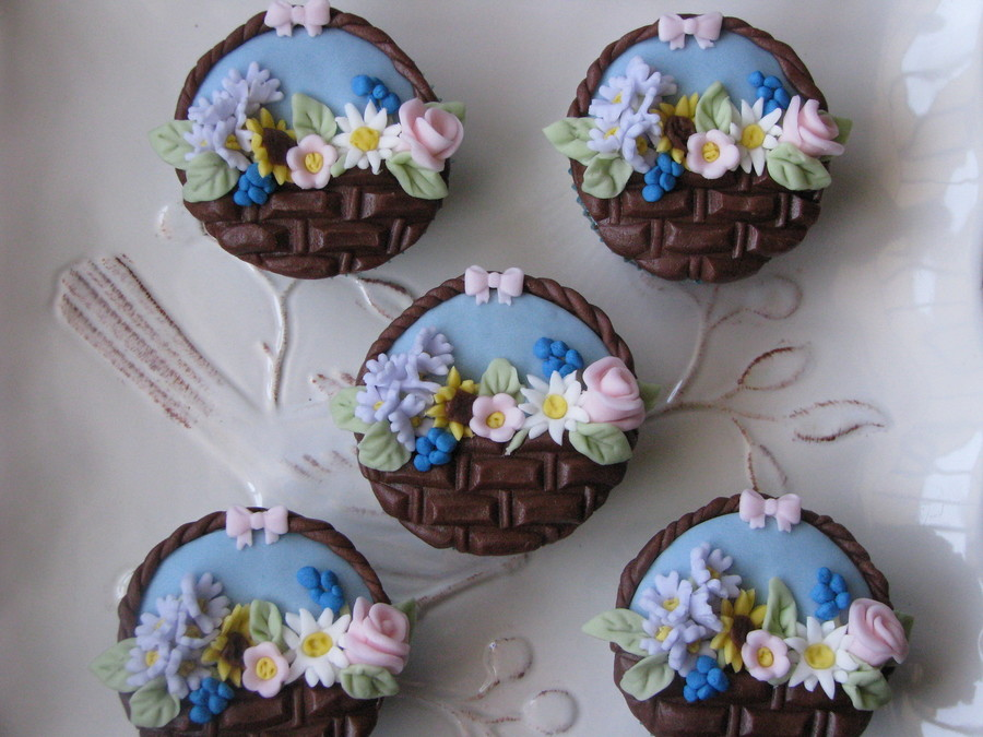 How To Make Flower Basket Cupcakes : Flower baskets cupcakes cakecentral