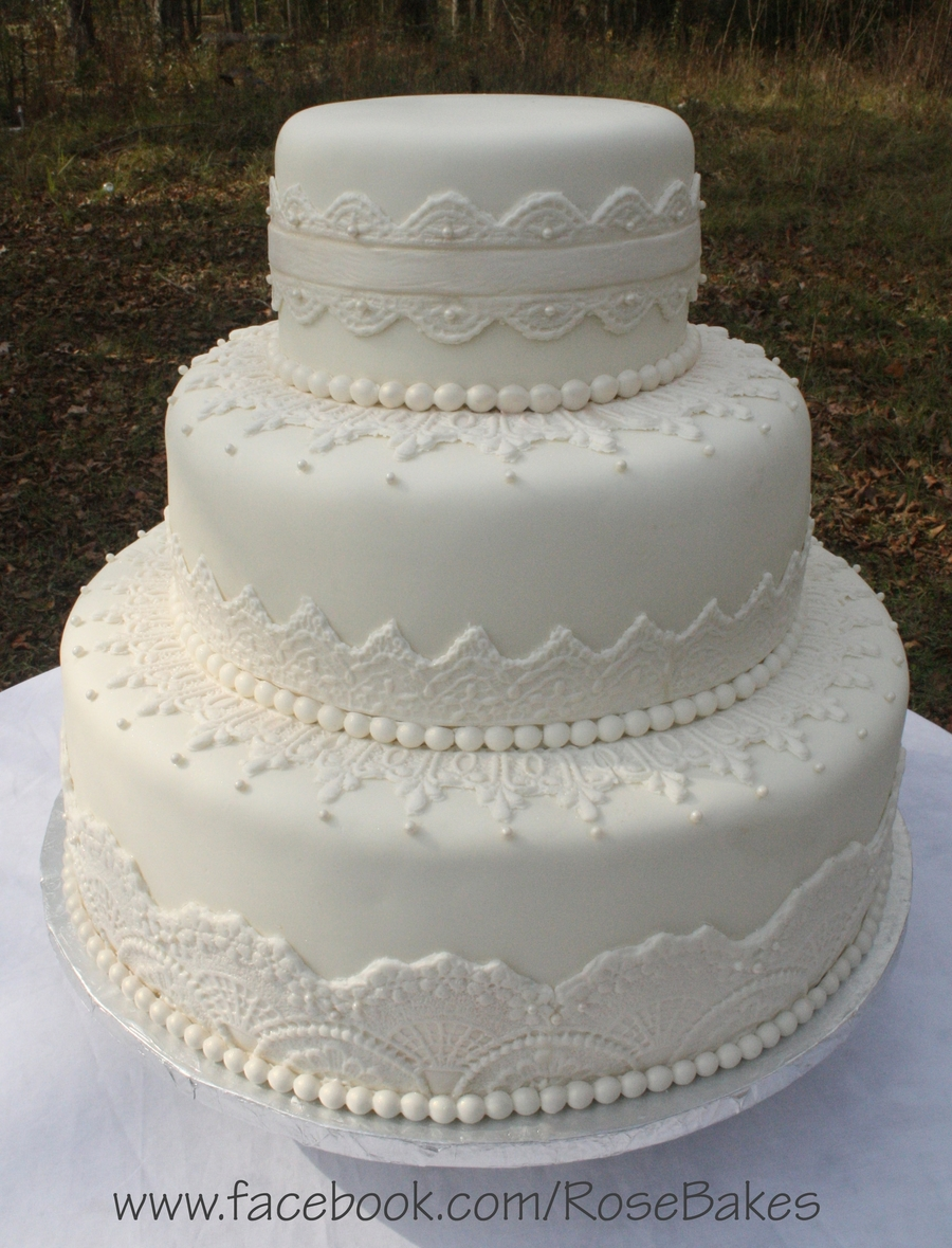 simple round white wedding cakes white lace amp pearls wedding cake cakecentral 20012