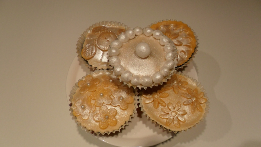 Vintage Style Gold Cupcakes on Cake Central