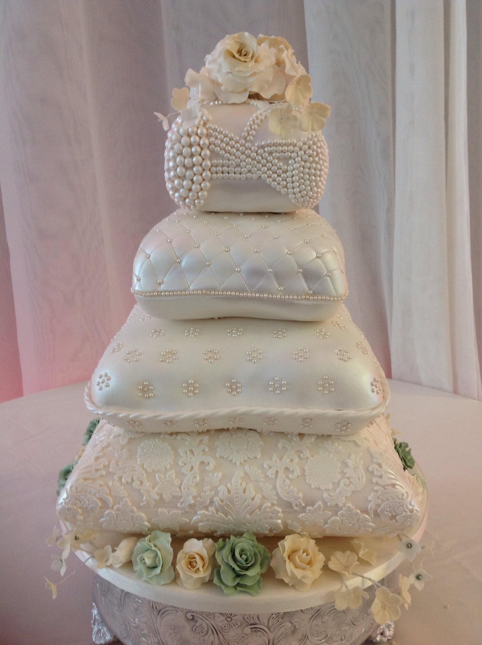 pillow wedding cake. Black Bedroom Furniture Sets. Home Design Ideas