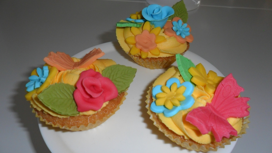 Tropical Pineapple Cupcakes on Cake Central