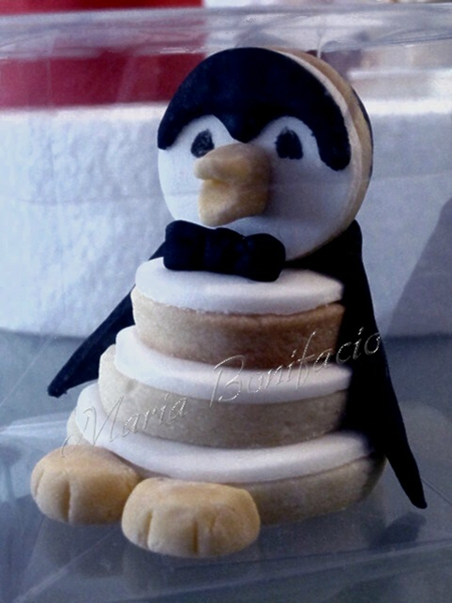 3D Pinguin Cookie on Cake Central