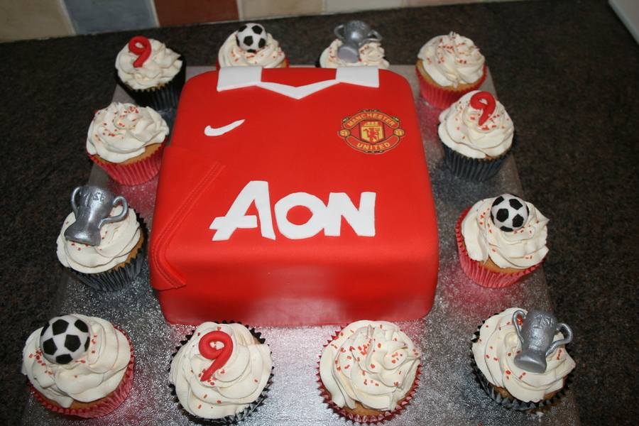 Man Utd Shirt And Cupcakes On Cake Central For A 9 Year Old Boy