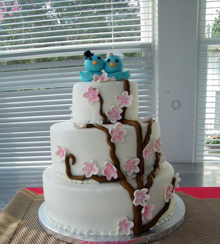 wedding cake with love birds birds wedding cake cakecentral 26923