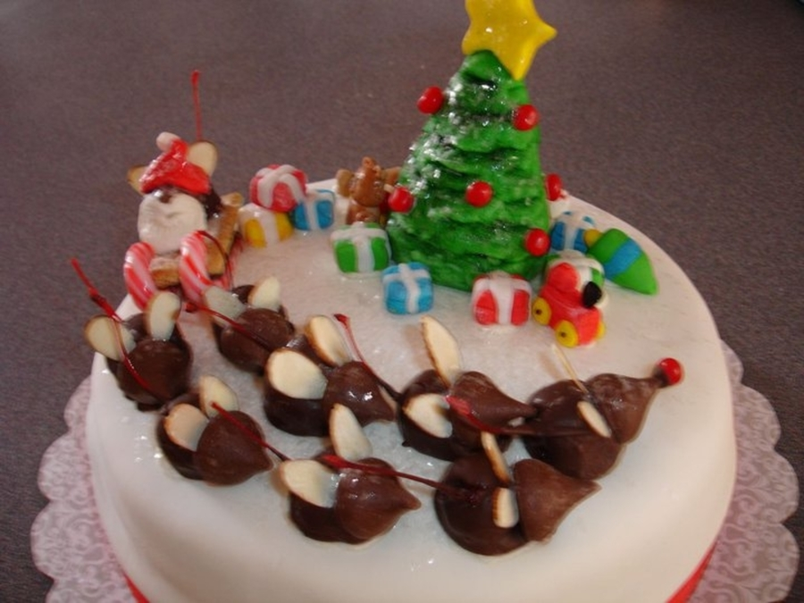 Christmas Mouse Cake on Cake Central
