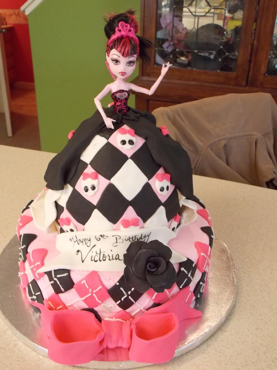 Marvelous Draculaura Doll Cake Cakecentral Com Funny Birthday Cards Online Hendilapandamsfinfo