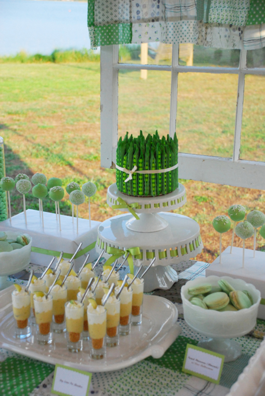 Lime And Cocnut Cake For Weddings