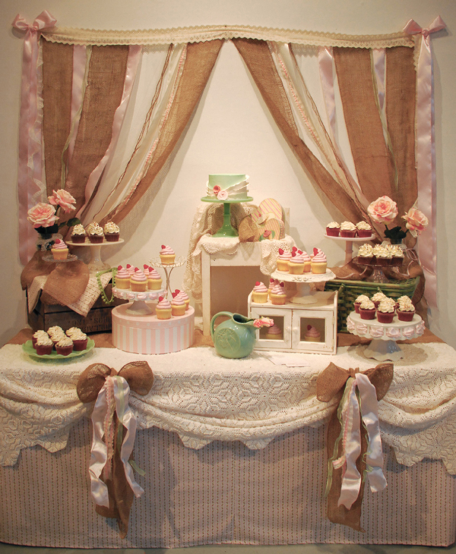 Shabby chic rustic wedding cupcake dessert table for Tableaux shabby chic