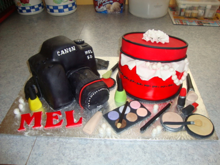 Makeup Kit  on Cake Central