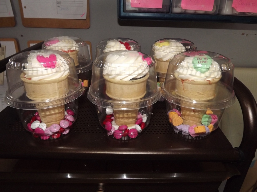 Cupcakes To Go! on Cake Central