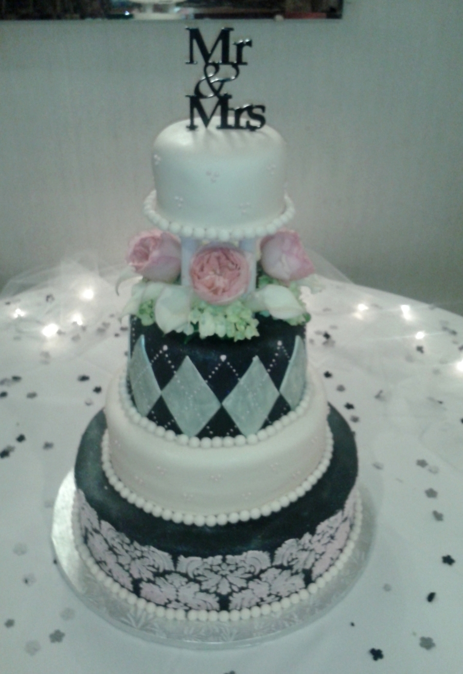 Ivory And Black  on Cake Central